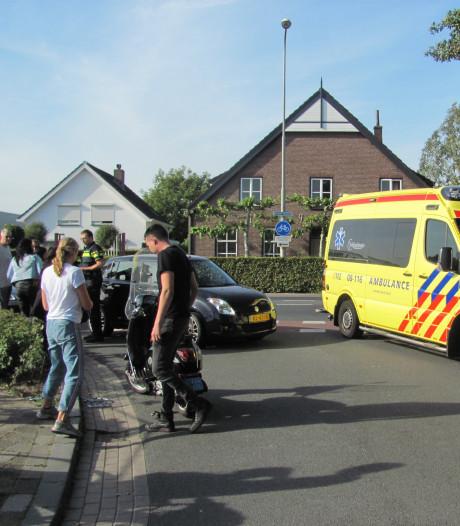Scooterrijdster gewond bij aanrijding in Velddriel