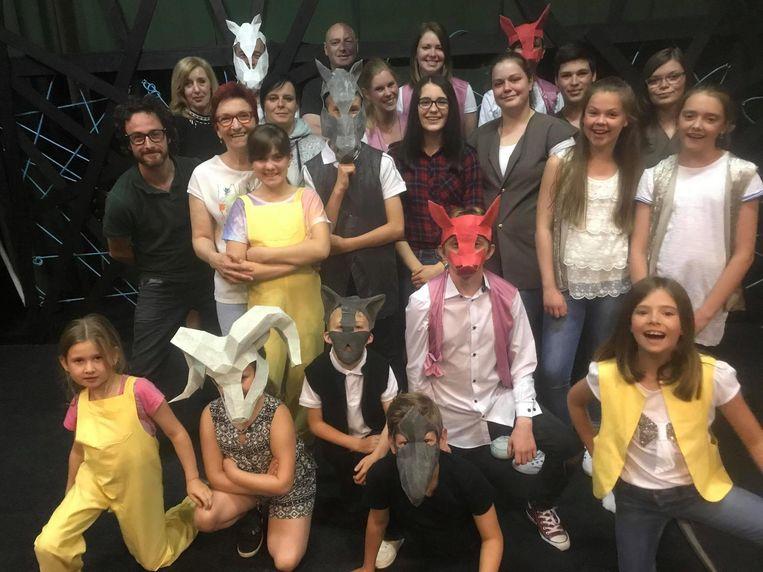 Yorgo startte vijf jaar geleden met de jeugdvereniging #APA Sint-Truiden, waar theaterworkshops op jongerenformaat worden gegeven.