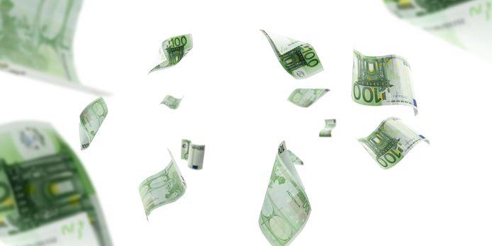 Moeder en dochter gingen er met maar liefst 400.000 euro aan cash geld vandoor