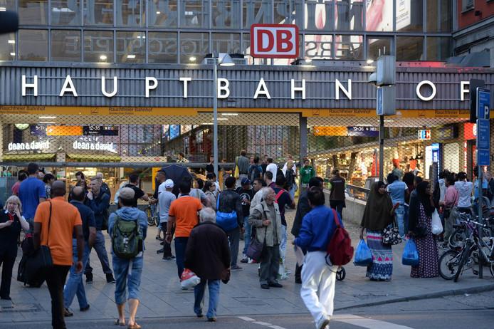 Drukte op het centraal station in München, zeven uur reizen vanaf Best.