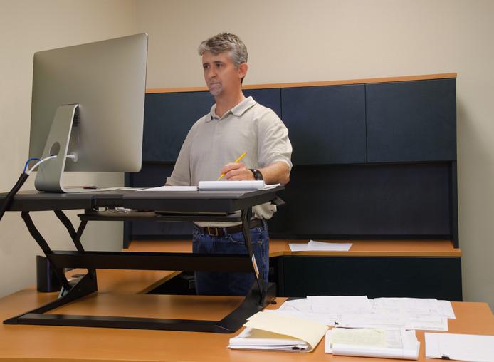Werknemers die een zit-stabureau kregen, zeiden minder moe te zijn, zich meer betrokken te voelen bij hun werk en een verbeterde kwaliteit van leven te ervaren.