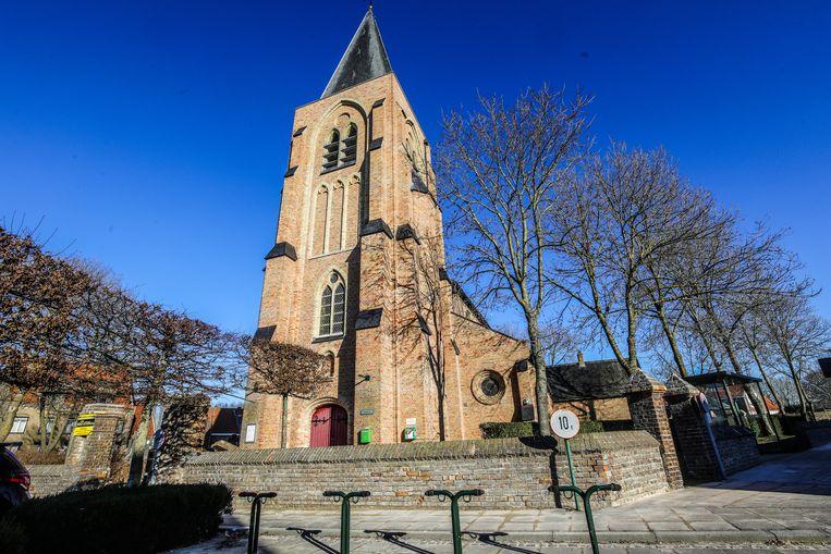De kerk van Sint-Pieters-Kapelle