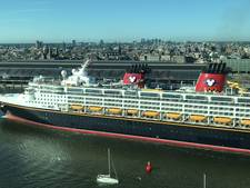 Cruiseschip Disney meert aan in Amsterdam