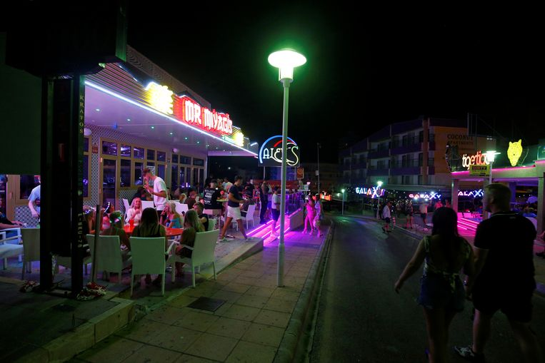 Punta Ballena is een straat in Magaluf, op het Spaanse eiland Mallorca. De foto is genomen op 12 juli 2020.