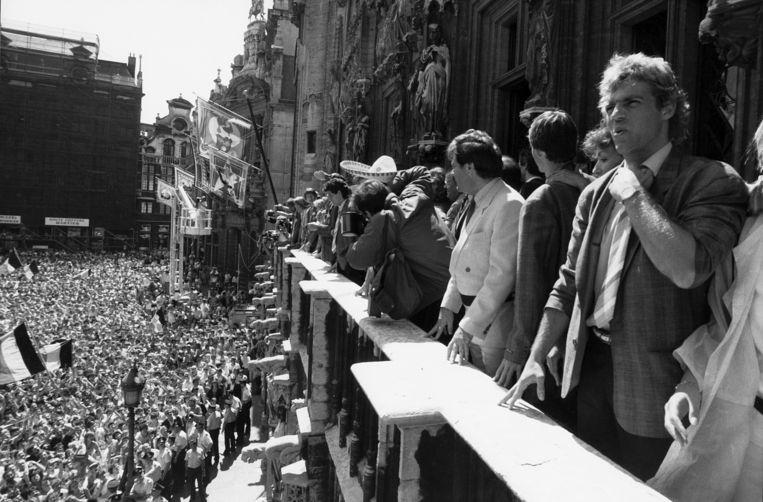 De Grote Markt in Brussel ziet zwart van het volk om de terugkeer van de Rode Duivels te vieren, nadat ze vierde werden in Mexico.