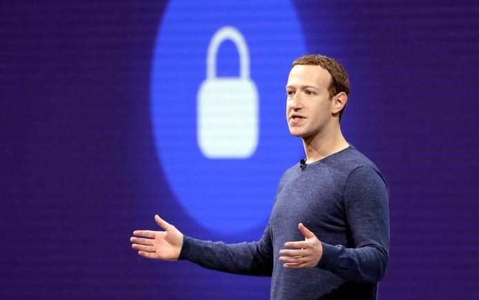 Jaar op jaar steeg het aantal gebruikers van Facebook. Maar nu daalt het fors.
