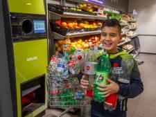 Doriano uit Olst zamelde spontaan lege flessen in voor zijn buschauffeur