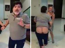 Les fesses à l'air en dansant: la nouvelle frasque de Maradona