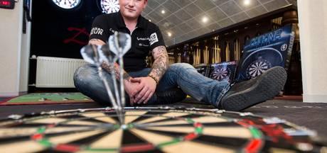Derk Telnekes wint NK darts in Barneveld