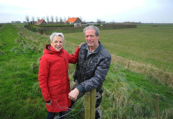Bas van 't Westeinde trekt de stekker uit zijn plan voor uitbreiding van kampeerboerderij De Kruitmolen. Judith de Kok van Aktiegroep De Witte Raaf snapt zijn besluit.