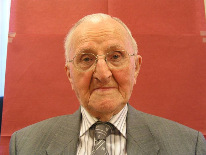 Jaap Hendrich werd 98 jaar. In 2008 overleed hij.