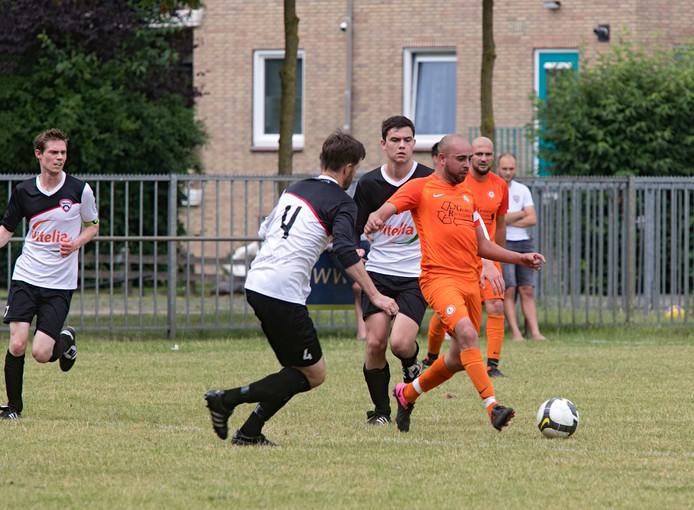 Een moment uit het competitieduel Oranje Zwart - Ysselsteyn van afgelopen seizoen.