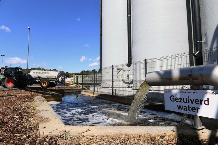 Het gezuiverde water van AB InBev wordt deze zomer gratis aan landbouwers aangeboden.
