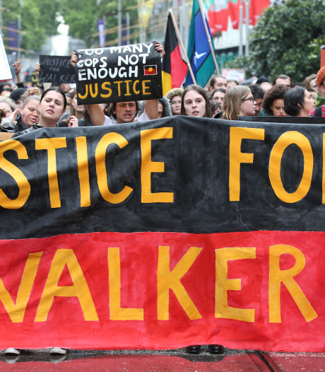 Woede in Australië: agent schiet zwarte jongen neer, die daarna sterft omdat ziekenhuis dicht is