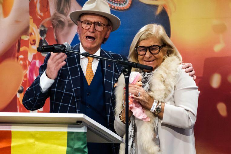 De nationale Orde van de Gulle Lach gaat naar de onverbeterlijke Willy Naessens die altijd te vinden is voor een grap. Ook zijn Marie-Jeanne was van de partij.