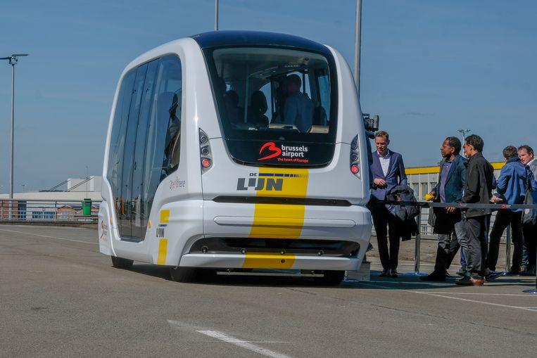 Maandagochtend maakte het eerste exemplaar al een eerste proefritje met onder meer minister Ben Weyts en CEO van Brussels Airport Arnaud Feist aan boord.