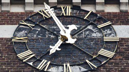 Kerktoren laat je weer netjes weten hoe laat het is
