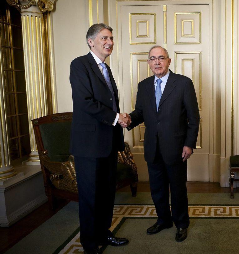 De Britse minister van Buitenlandse Zaken Philip Hammond (l.) veroordeelde de uitlatingen van Russisch president Poetin.