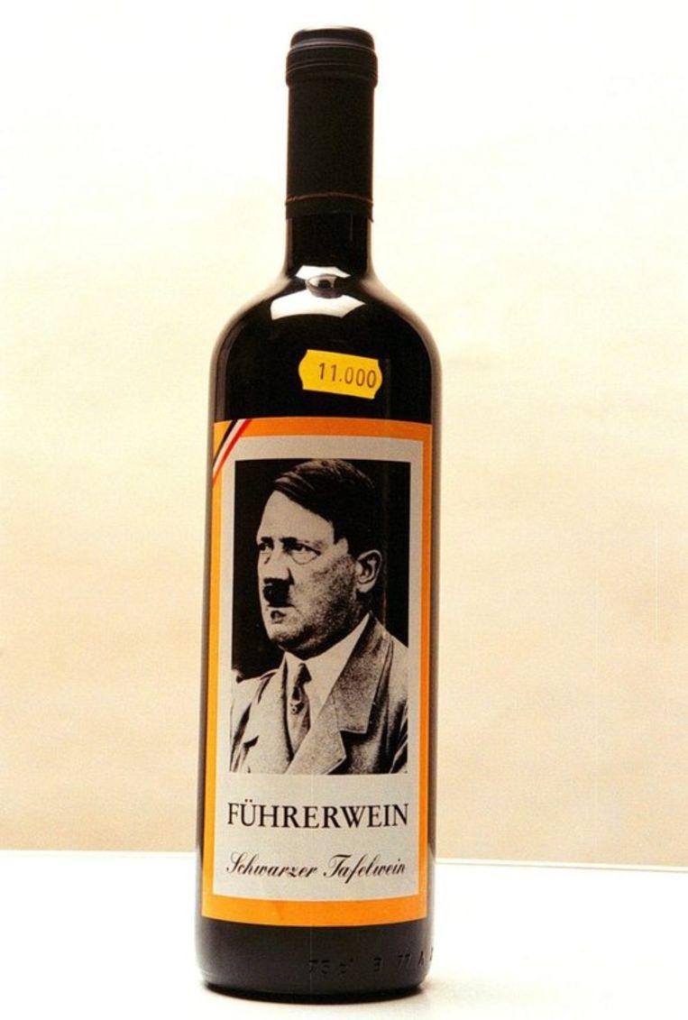 Archieffoto van fles wijn met een afbeelding van Hitler. Foto EPA Beeld