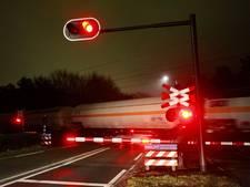 Seinstoring tussen Breda en Tilburg: spoorbomen Oosterhoutseweg Rijen al uur dicht