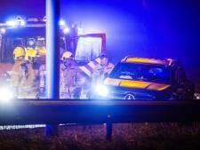Auto botst tegen vangrail, drie inzittenden gewond, A29 deels afgesloten