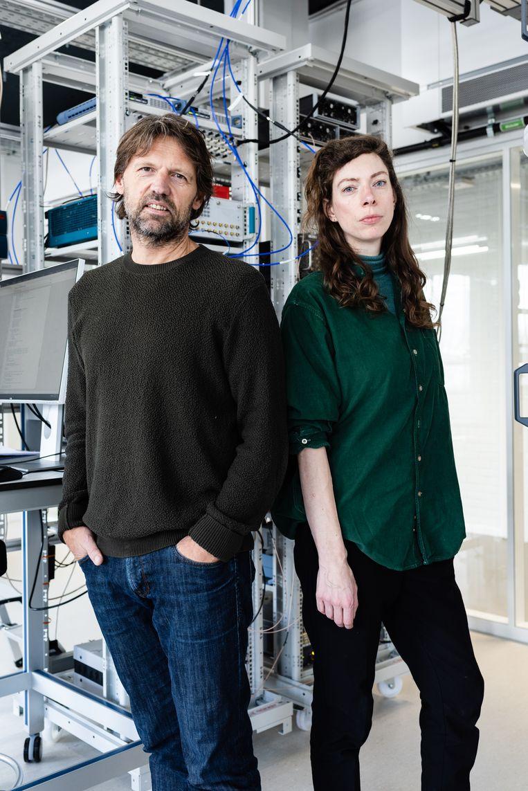 Schrijfster Hanna Bervoets en wetenschapper Leo Kouwenhoven.  Beeld Katja Poelwijk