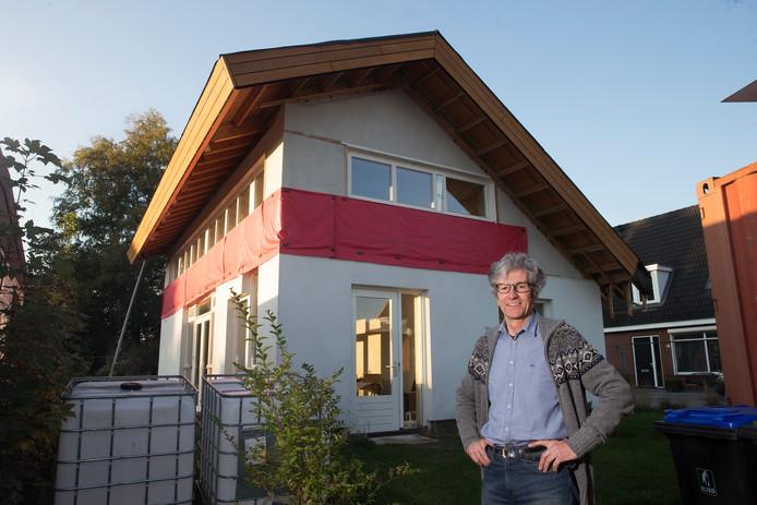 Rien Hamers bouwt zelf een duurzame stroleemwoning.
