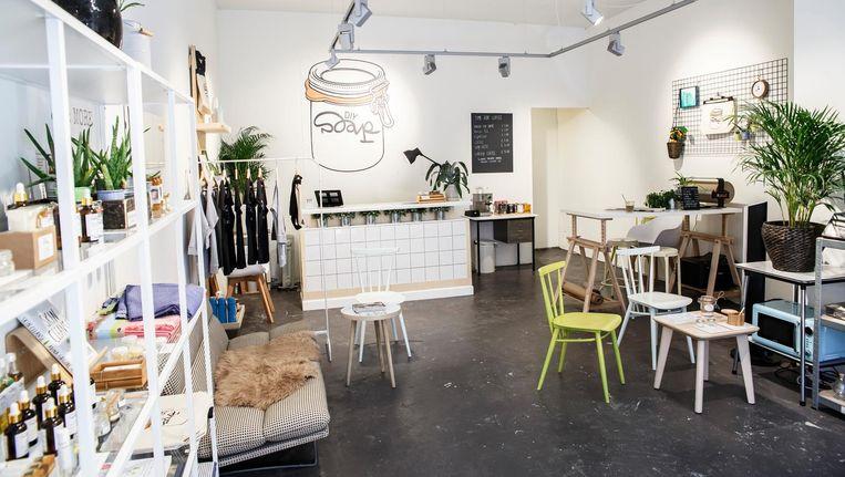 Voor het opbergen van de producten heeft Linger een duurzame oplossing bedacht: weckpotten Beeld Carly Wollaert