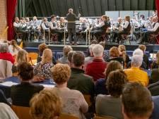 Proppen op het podium in Ouwerkerk