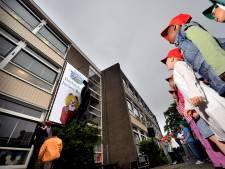 Onthulling banner start feestweek van Jeroen Bosch school