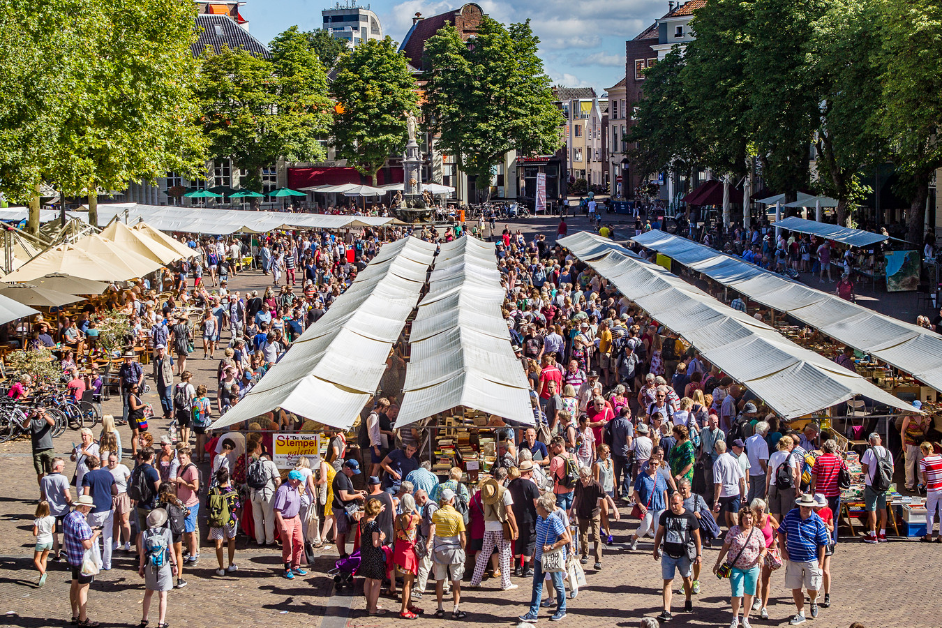 Ook  in het centrum van Deventer was het druk.
