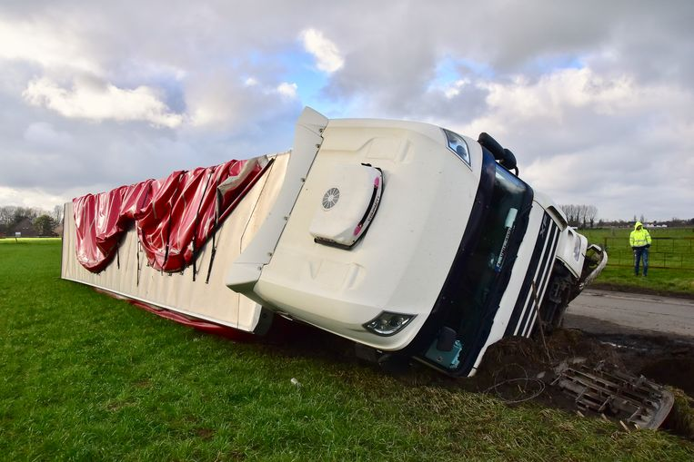 Door het ongeval was er de rest van de dag verkeershinder langs de Ruiseledesteenweg.