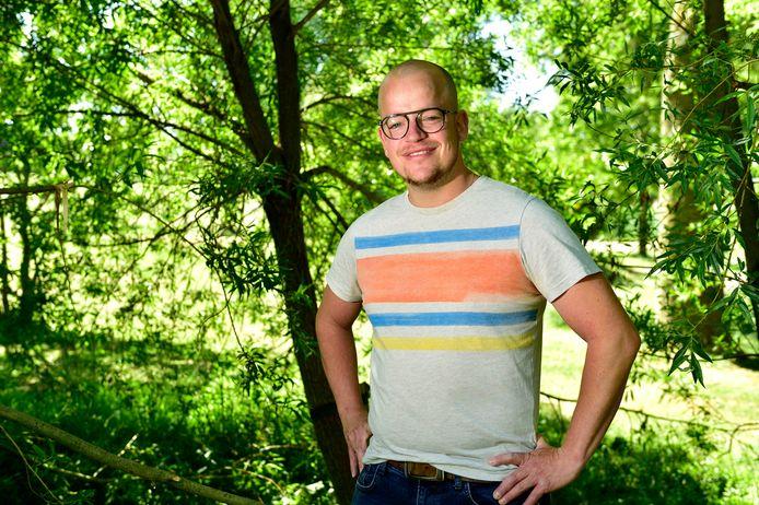 De 33-jarige Wolter Oosterhuis heeft een oogziekte en raakt zijn zicht langzaam kwijt, maar hij laat zich niet tegenhouden in het vinden van een baan.