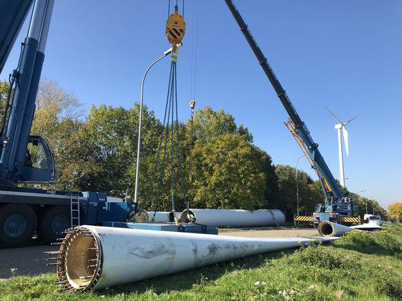 De twee resterende windturbines worden ontmanteld wegens niet rendabel meer.