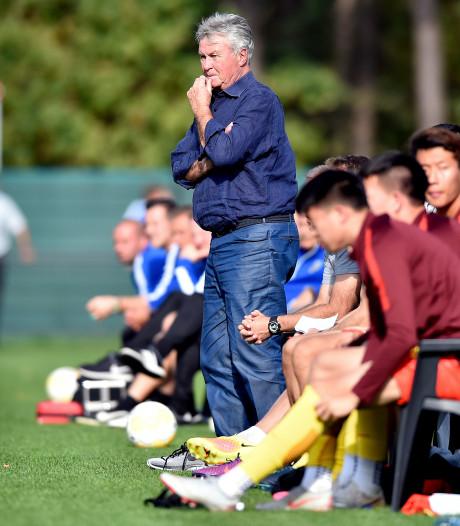 Achterhoekse reus Hiddink geniet bij voetbaldwerg China