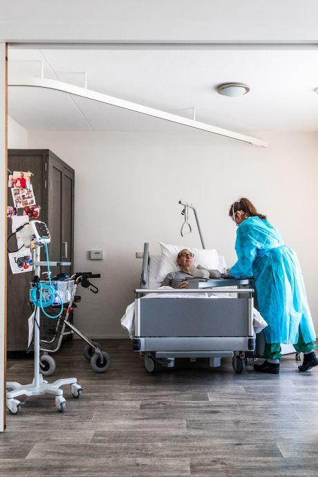 Speciale covid-centra in verpleeghuizen stromen vol: '70 procent van de plekken is inmiddels bezet'