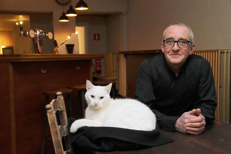Archiefbeeld: Dirk Op de Beeck vlak voor de opening van zijn café in januari 2018