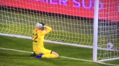 VIDEO. Voetbal kan soms wreed zijn: keeper dribbelt zichzelf de vernieling in en scoort op valreep owngoal van 2018