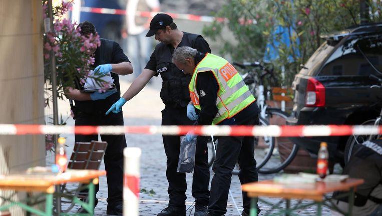 Juli 2016: de politie onderzoekt de plek in het Duitse Ansbach waar een Syriër een bomaanslag pleegde. Beeld epa