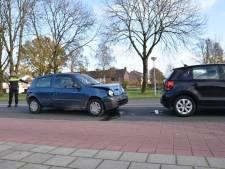 Flinke schade bij kop-staartbotsing in Steenwijk