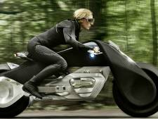 Motorfiets gaat de auto achterna