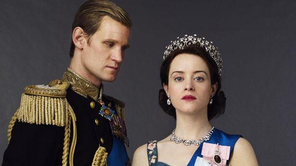 Claire Foy en haar tegenspeler Matt Smith in 'The Crown'.