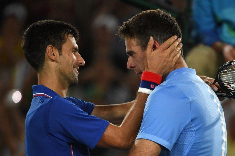 Djokovic (links) en Del Potro: twee mannen in tranen. Beeld afp