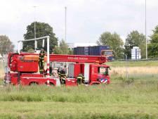 Vrachtwagen ramt waarschuwingsbalk bij berucht viaduct in Waalwijk