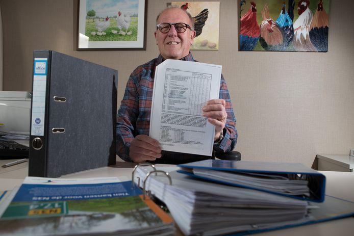 Gerard Nij Bijvank uit Mariënheem is sinds begin jaren negentig betrokken bij Plaatselijk Belang Mariënheem en verzamelde in tientallen jaren mappen vol aan documentatie over de N35.