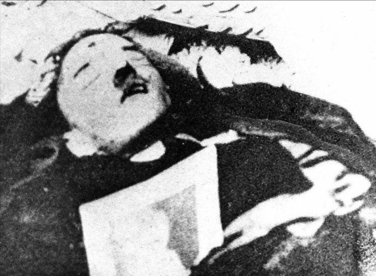 Deze foto zou het lichaam tonen van Hitler.
