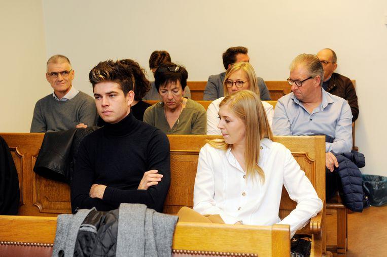 Van Aert en zijn vrouw Sarah De Bie in de rechtzaal.