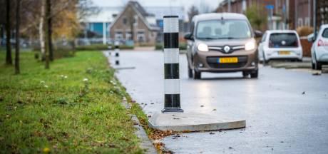 Betonnen 'straatjuweeltjes' moeten snelheid op Noordsingel in Wezep beteugelen