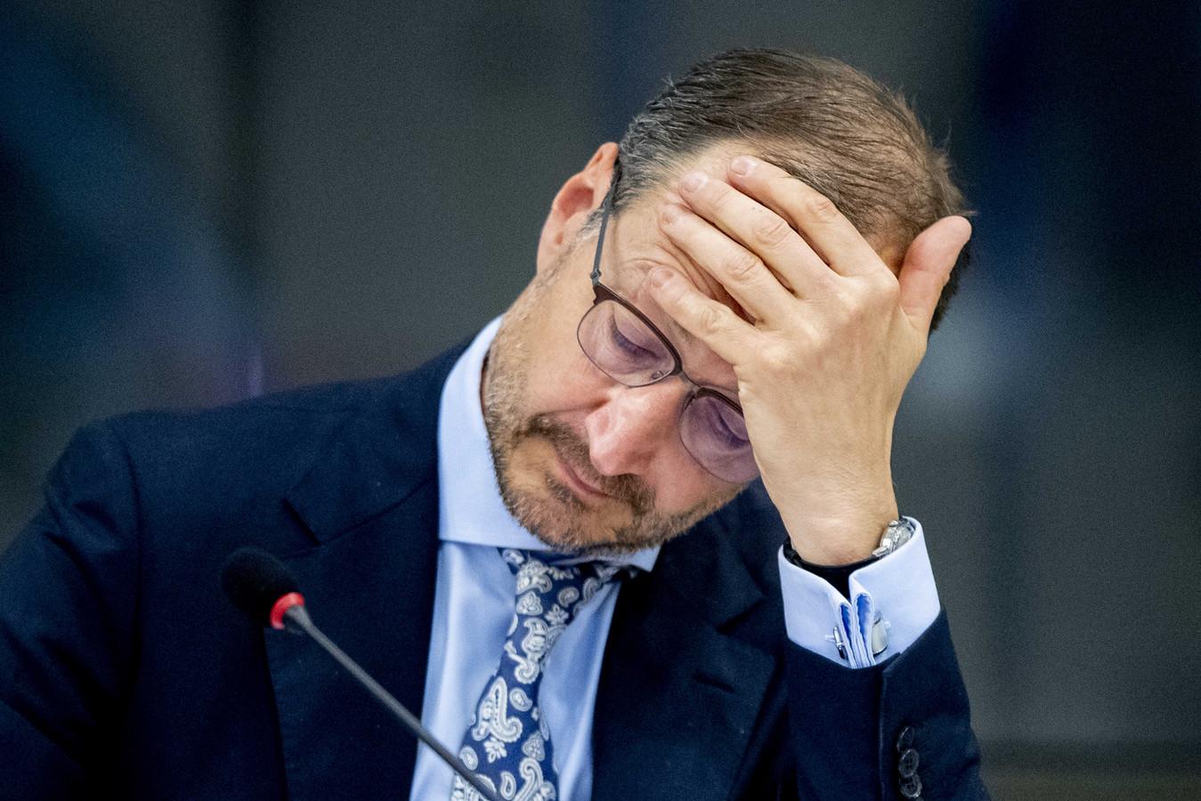 Minister Eric Wiebes (Economische Zaken en Klimaat) tijdens het debat met de Kamercommissie voor Economische Zaken over het Noodpakket banen en economie.
