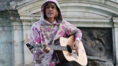 Superromantisch: Justin Bieber brengt serenade voor Hailey Baldwin aan Buckingham Palace